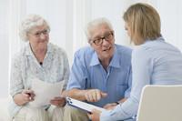 Wohneigentum schützt im Alter nicht vor Geldsorgen: Finanzielle Probleme in der Familie ansprechen