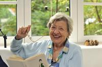 Sorglose Zukunft im eigenen Zuhause: Rechtzeitig Pflege im eigenen Heim planen
