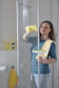 Natürlich kalkfrei und hygienisch sauber: Badreinigung mit Essig-Essenz