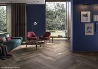 Natürlich schön wohnen: Bodenfliesen im Holzdesign erobern den Wohnbereich